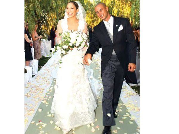 Jennifer Lopez Chris Judd Since Devorced Valentino Couture Off White Silk And Chantilly Lace Gown Cut Low Both In The Front Back