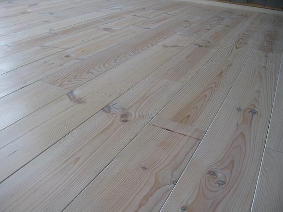 Afbeeldingsresultaat voor whitewash grenen vloer