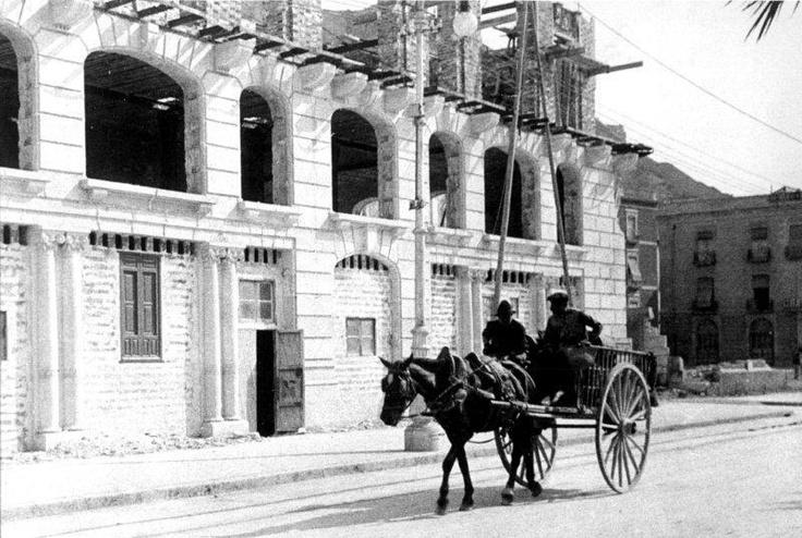 Edificio Lamaignere en contrucción, al costado de la famosa Casa Carbonell de Alicante