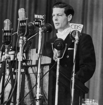 DECLARAȚIA Majestăţii Sale Regele Mihai I al României la o conferinţă de presă ţinută la Londra în 4 martie 1948, imediat după ce comuniștii l-au izgonit din țară https://monarhiasalveazaromania.wordpress.com/2016/03/04/regele-mihai-4-martie-1948-voi-continua-sa-servesc-poporul-roman-de-care-destinul-meu-este-legat-inexorabil/