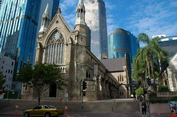 Brisbane - cathedrals nestled between skyscrapers...
