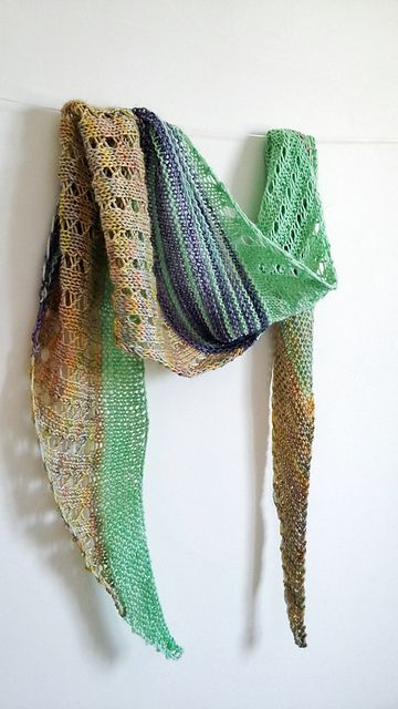 free pattern on Ravelry: Debut shawl pattern by Katiuscia Bayslak - The Yarn Juice