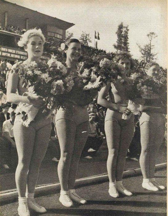 Фото из журнала «Смена», 1937 года.
