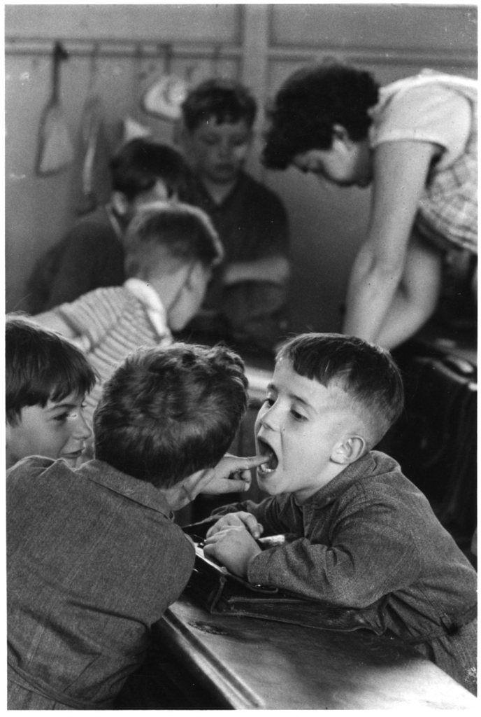 Robert Doisneau,Les écoliers de la rue Damesme, Paris 1956.