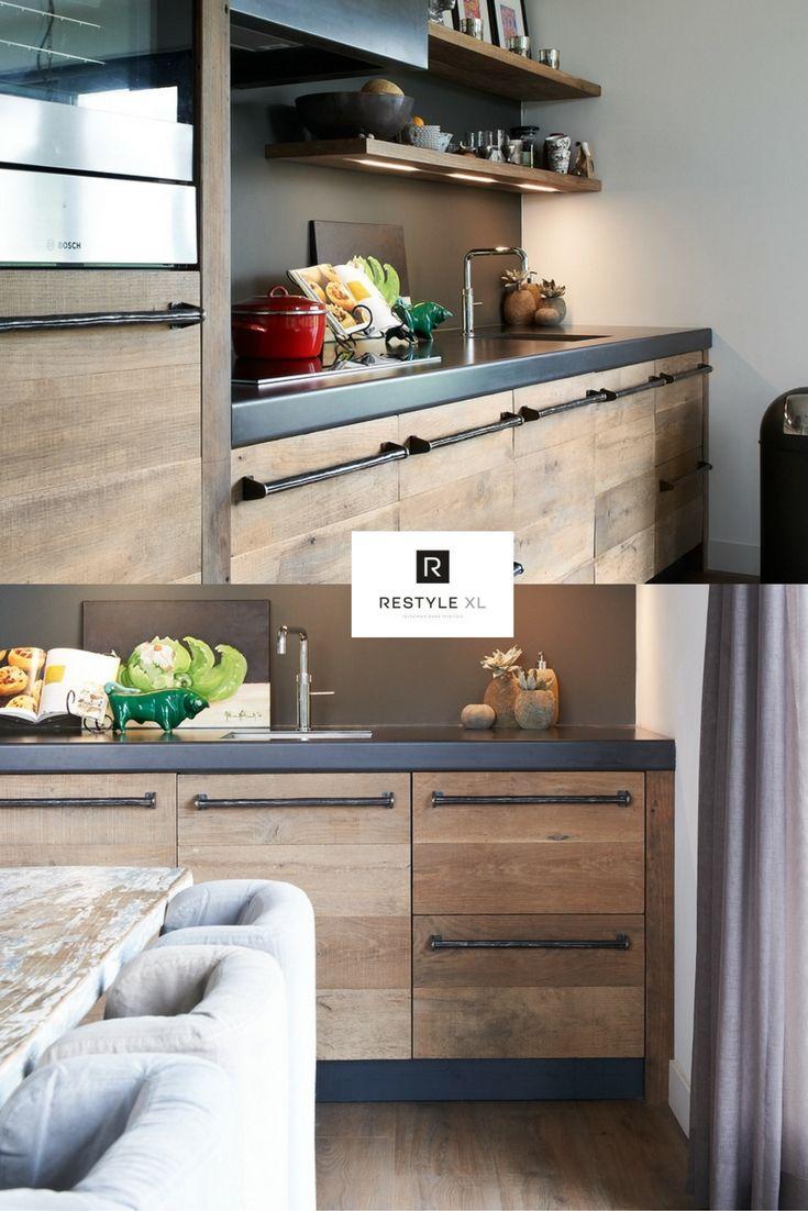 Kijk eens wat een warme uitstraling je kunt geven door oud hout toe te passen in je huis! Prachtig toch?#restylexl #oudhout #keuken #houtenkeuken #keukeninspiratie #