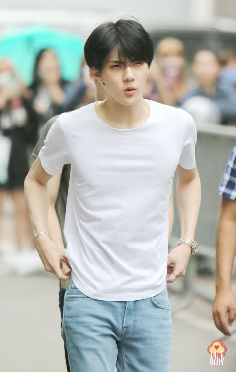 Sehun - 150605 KBS Music Bank, midway commute Credit: Ice Baby. (KBS 뮤직뱅크 중간외출)