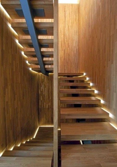 Iluminação lateral da escada