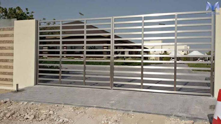 Cancello Automatizzato in Acciaio Inox realizzato a Doha (Qatar) per un complesso di residenze private.