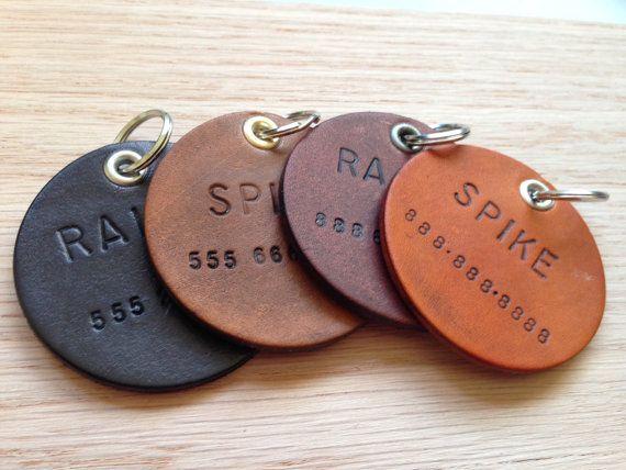 Dieses Angebot gilt für 1 benutzerdefinierte, handgemachte Leder-ID Hundemarke. Dieses Tag ist 2 Zoll im Durchmesser, die normalerweise für größere