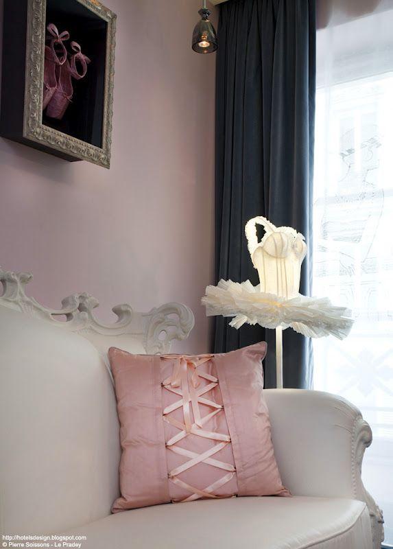 les 25 meilleures id es de la cat gorie chantal thomass sur pinterest lingerie paris chantal. Black Bedroom Furniture Sets. Home Design Ideas