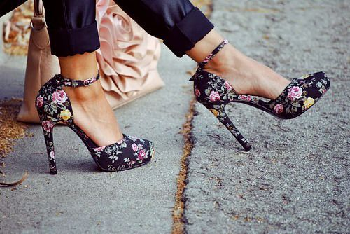 floral mary janes.Floral Prints, Floralfashion, Summer Shoes, Flower Fashion, Flower Prints, Floral Heels, High Heels, Floral Fashion, Floral Shoes