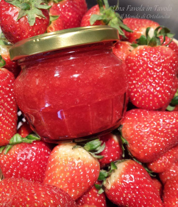 Rosso rubino e dolce profumo: questa è la #marmellata di #fragole fatta in casa!