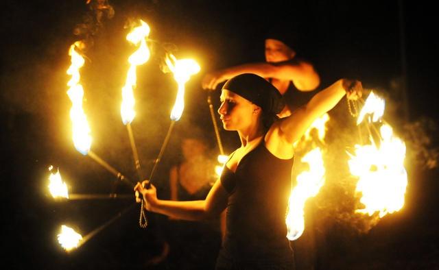 Femfire Feuerkünstlerinnen beim Welttheater der Straße 2009