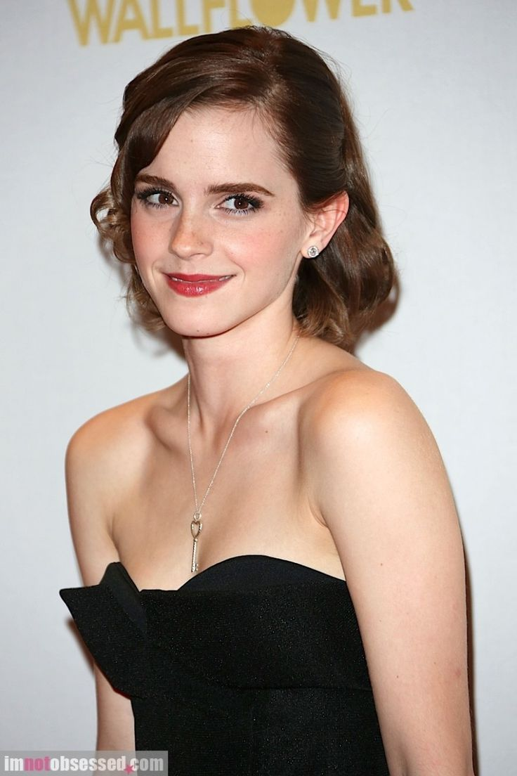 One bead earrring - heart key necklace    Emma Watson