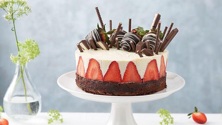 Hľadáte dezert bez štipky múky? Vyskúšajte najnovší recept od našej cukrárky Veroniky Bušovej na bezlepkovú čokoládovú tortu s jahodami a mascarpone.