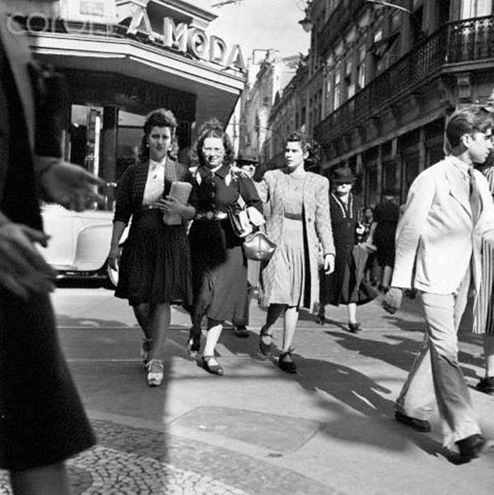 Esquina da Rua Direita com a Praça do Patriarca, década de 1950.