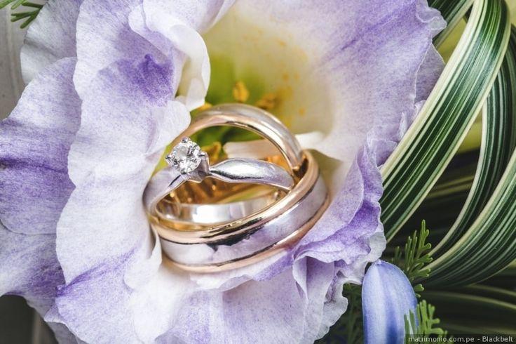 Aros de matrimonio dorados con diamante #aros #matrimonio #boda #dorado #diamante #joya #compromiso #casados #marido #mujer #ceremonia #wedding #weddingrings #gold #diamonds #jewelry #groom #bride #ceremony