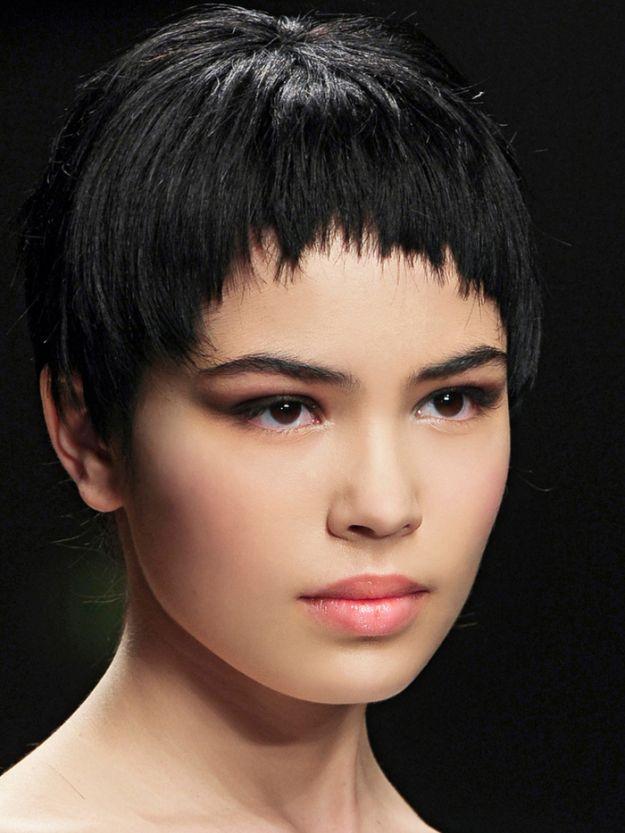 Стильная короткая челка полукругом ::: onelady.ru ::: #hair #hairs #hairstyle #hairstyles