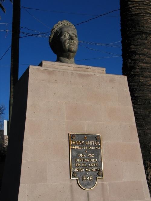 En 1916 se la proclama una de las mejores contraltos de Italia e interpreta El Barbero de Sevilla en un homenaje a Gioacchino Rossini.