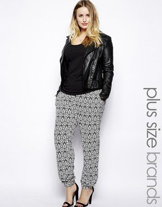 Fashion for curvy women: Printed trousers