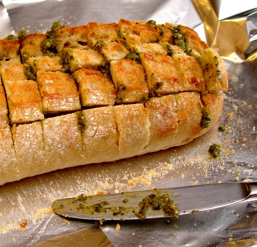 Cheesy Pesto Pull-Apart BreadPulled Apartments Breads, Breads Recipe, Pesto Breads, Yummy Food, Cheesy Pesto, Food Breads, Pullapart Breads, Pesto Pulled Apartments, Breads Baskets