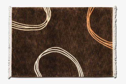 Alfombra Indonepal Marrón.  Alfombra de lana anudada a mano con un tratamiento especial que le da una sensación sedosa y agradable al tacto.  #alfombra #indonepal #decoración #marrón