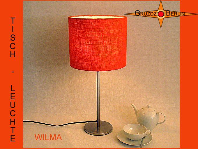 Hier sehen Sie unsere Tischleuchte WILMA Ø 25 cm Tischlampe orange Jute. Einladend und schön ist die orangfarbene Jute: Die Tischleuchte WILMA ist aus orangefarbener Jute / Rupfen. Die schöne Struktur des Gewebes kommt bei Beleuchtung zur besonderen Geltung und verbereitet im Raum ein natürliches, warmes Licht.