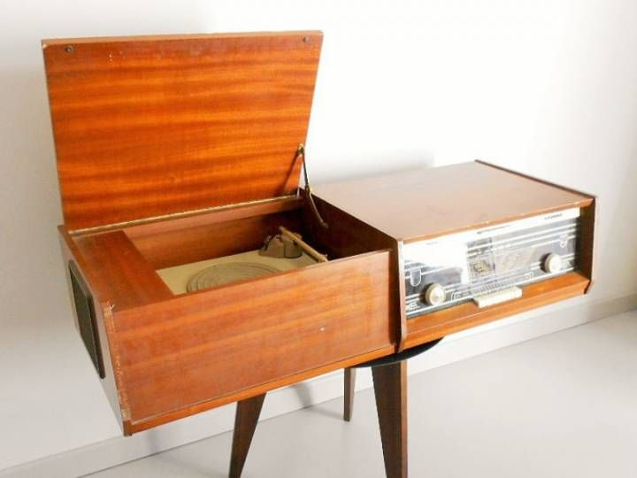 meuble ampli philips vintage cette magnifique cha ne hifi de 1963 porte un peu les marques du. Black Bedroom Furniture Sets. Home Design Ideas