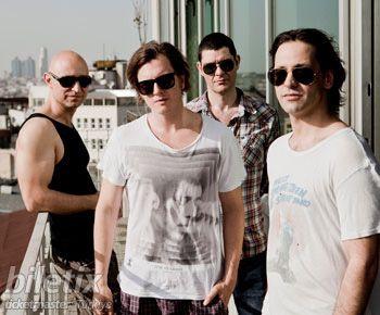 Sevilen rock grubu Duman, en son albümü Darmaduman ile 15 Ağustos'ta Yalova Barış Manço Açıkhava Tiyatrosu'nda sevenleriyle buluşuyor.Son albümü Darmaduman ile müzik piyasasında büyük ses getiren Duman, eski ve yeni hitlerinden oluşan şarkılarıyla sevenlerinin karşısında olacak.