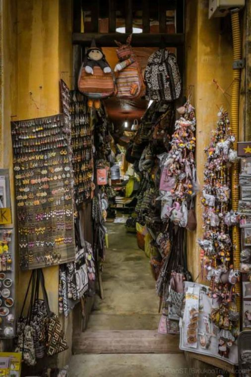 Small alley shop. Hoi An Ancient Town. (Da Nang, Vietnam)