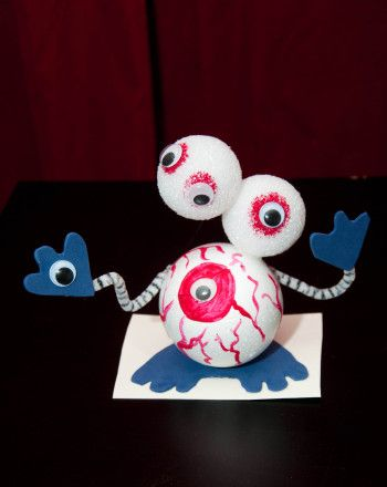 Take a look at this oogly-googly eye Halloween craft! Have your child tweak the design to learn about balance and counterbalance with this crazy-eyed creature.
