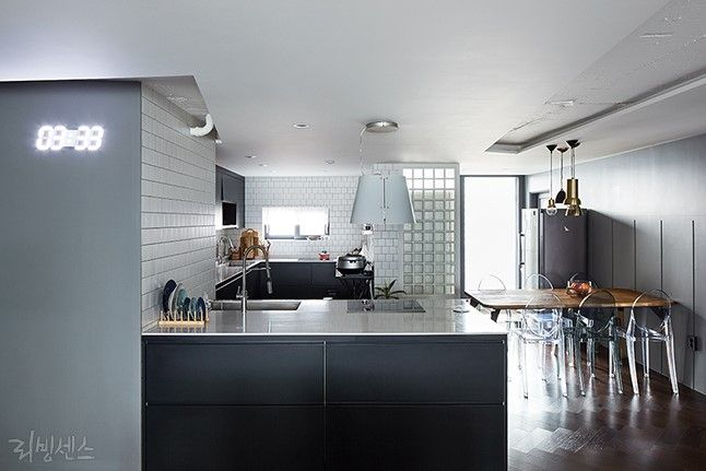 인테리어 디자이너 맘의 23년 된 아파트 개조기 : 네이버 매거진캐스트