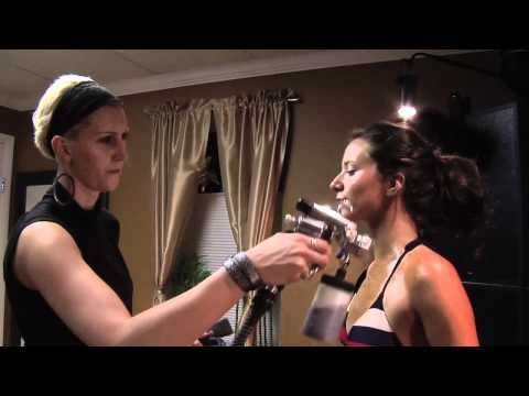 Bodybuilding competition spray tanning training - YouTube