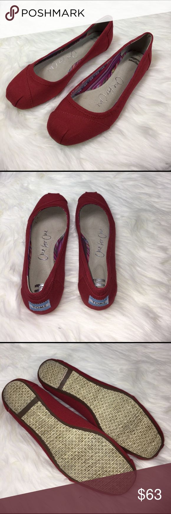 Red burlap TOMS ballet flats Break out the dancing shoes—it's time to celebrate. The cushioned insole on this ballet flat will keep feet comfortable from the first step to the last dance. Size 8. Red burlap upper Cushioned insole for all-day comfort Rubber outsole TOMS Shoes Flats & Loafers