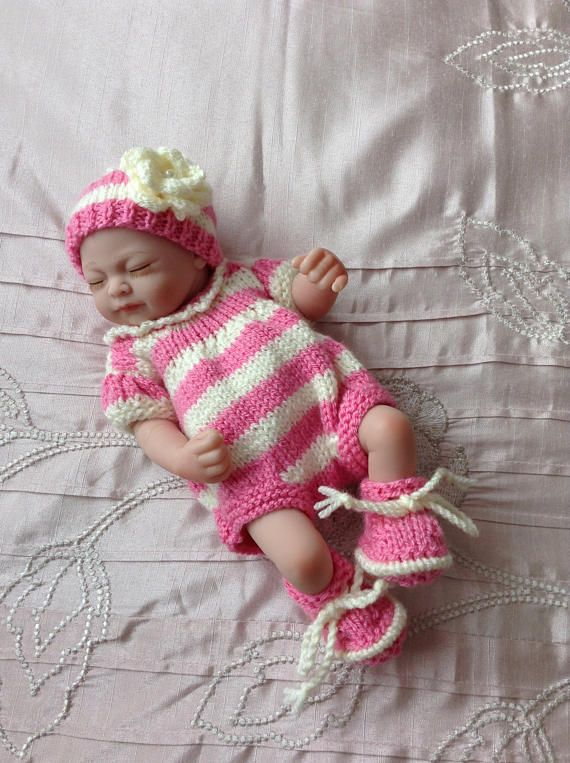 Hand knitted dolls clothes to fit 9/10 doll/reborn