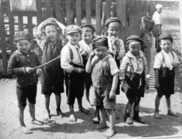 Boys in Hebrew school, Falenica, playing in the street. - Scenes from a vanished world: Jews in interwar Poland | lemurs