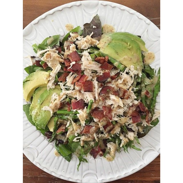 """#whole30   Let's just call it """"The Best Salad Ever""""  Ingredients: • 2 cups chopped spinach • 1 chicken breast, cooked + shredded • 2 pieces of sugar free bacon** • ½ bundle of asparagus, cut into 2"""" pieces • ½ avocado, sliced • 1 tbsp avocado oil (or ev"""