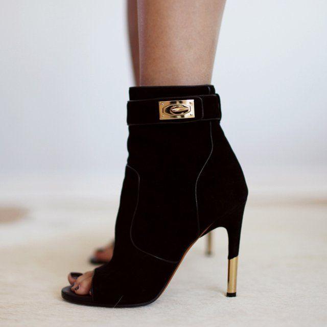 #Wishclouds #FancyFootwear #Givenchy