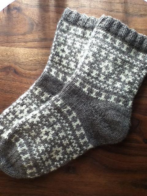 Ravelry: KeikoRavelry's Bicolor socks