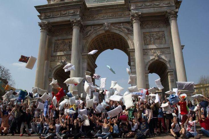 Save the Date: Battaglia di cuscini al Parco Sempione