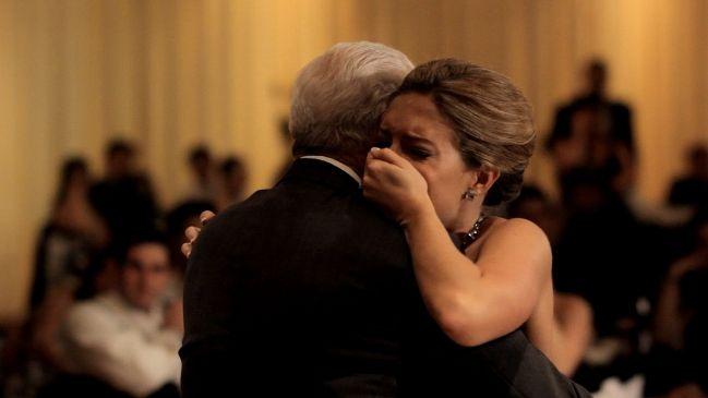 Meest ontroerende 'vader-dochter' dans tijdens huwelijk ooit