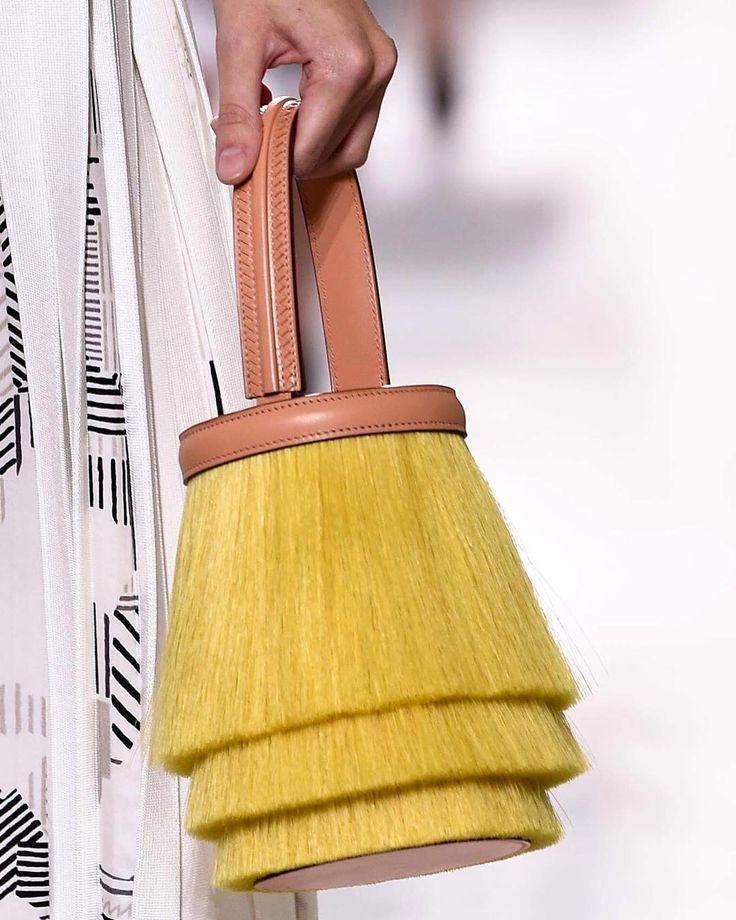 Новые сумки Hermes @hermes из коллекции #ss16collection #hermess17 #hermes #ss17  #pfw #pfwss17