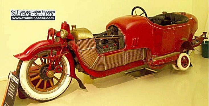 Scripps-Booth Bi-Autogo, voiture routière de 1913  La Scripps-Booth Bi-Autogo, cette automobile de collection fut construite en 1913, exemplaire unique, carrosserie auto/moto 2 places en décalé - moteur V8 de 5L4 - 45cv.