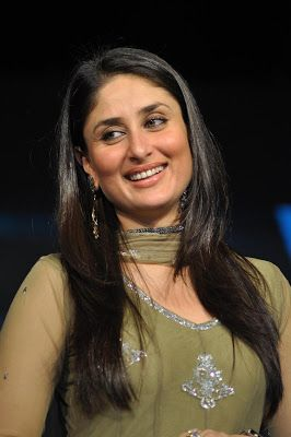 Kareena Kapoor Looks Super Hot At The 'Ra.One' Promotional Event ~ Kapoor Cleavage