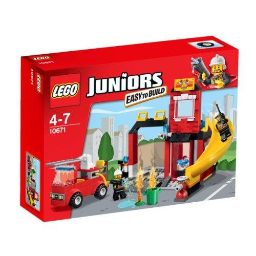 Alerte à tous les héros ! Une poubelle est en feu il faut appeler les pompiers ! Descends le long de la rampe, saute dans le camion de pompier et pars combattre l'incendie ! Cet ensemble, amusant et simplifié, sur le thème des pompiers est idéal pour les jeunes constructeurs Lego qui débutent. Il comprend une grande caserne avec un bureau et un lit pour que le pompier fasse la sieste, un camion de pompier facile à construire avec une lance et de nombreuses briques colorées. Cet ensemble…