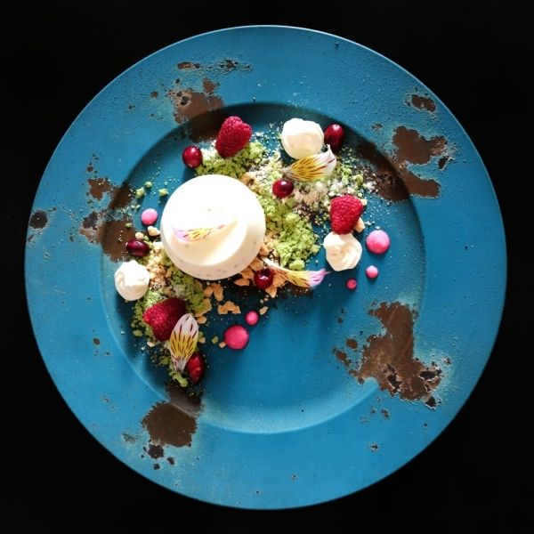 Vanilla and chía panna cotta, uji-matcha, cereals, cranberry, raspberry and cranberry/yogurt sauce - The ChefsTalk Project