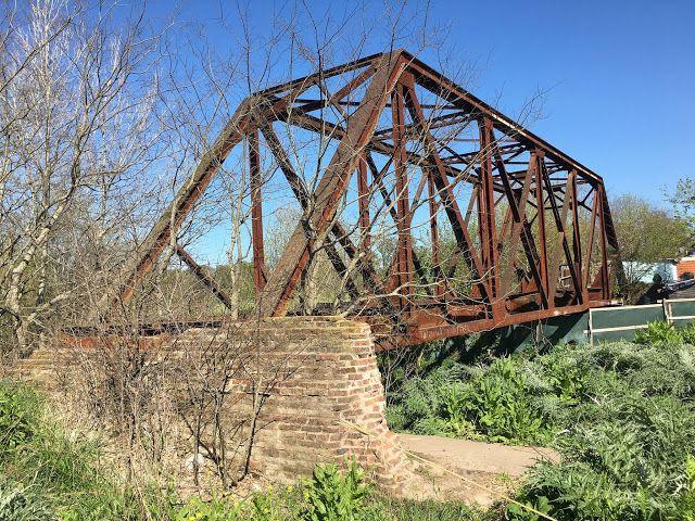 puente sobre ramal abandonado sobre el arroyo carnaval, cerca de segui.argentina