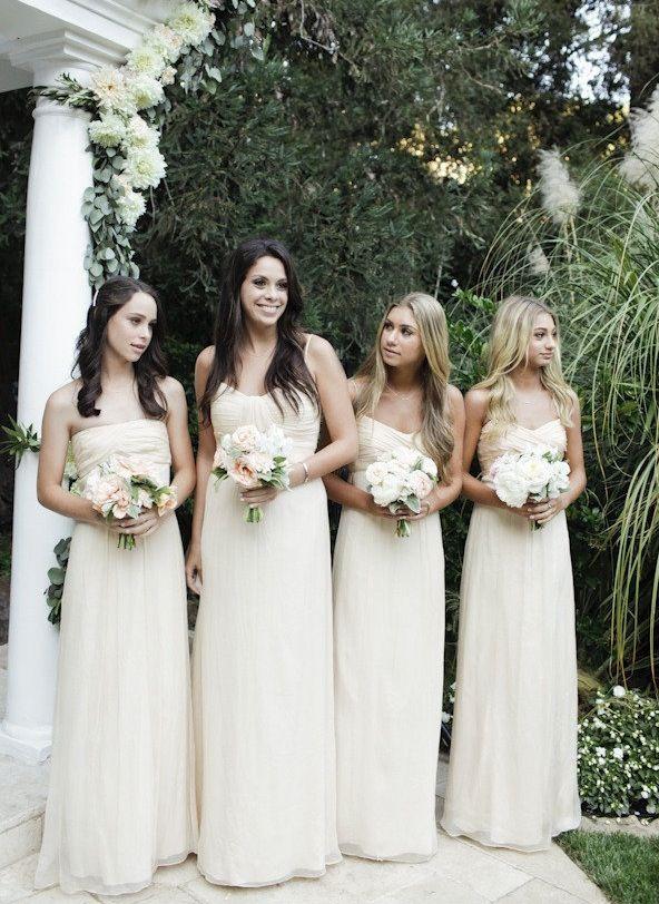 Cele mai bune 25  de idei despre Cream bridesmaid dresses pe Pinterest