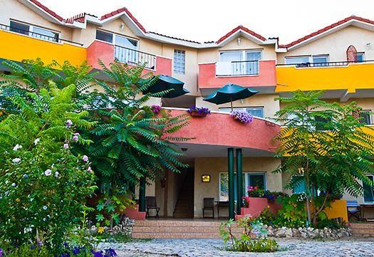 Hotelul Jakuzzi Vama Veche, str. Meduzei nr. 5  Telefon: 0723.068.082  http://www.hoteljakuzzi.ro/tarife