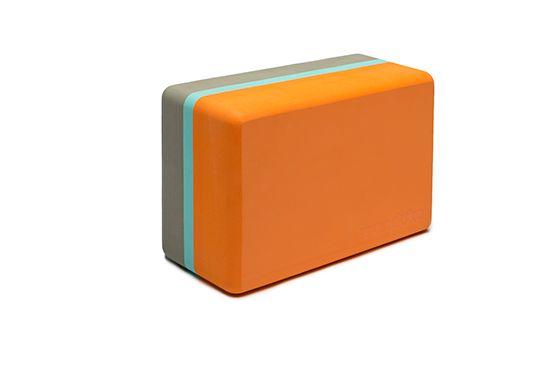 Manduka Recycled Foam Block Manduka Recycled Foam Block består av over 50% resirkulert EVA skum, gir denne lette yogablokken uslåelig komfort, stil og støtte.